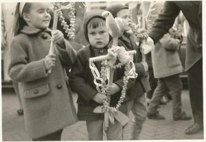 Kinderen met Palmpaasstokken - familiefoto