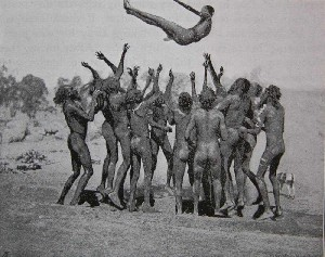 Tossing ceremony of the Aranda Tribe (1904)