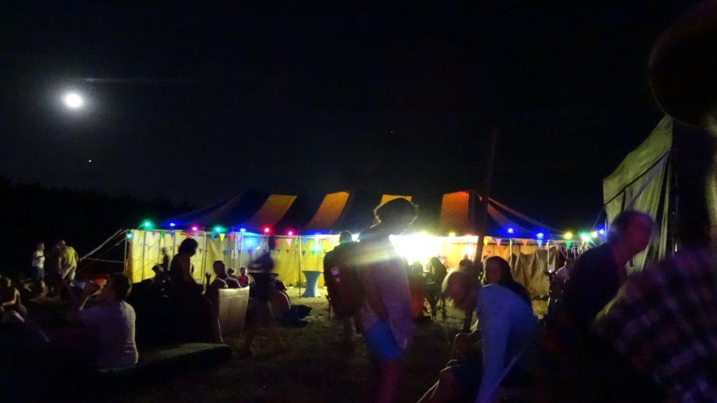 Festival bij nacht